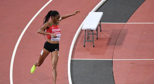 Une athlète s'égare sur la piste en pleine finale du 3000m steeple