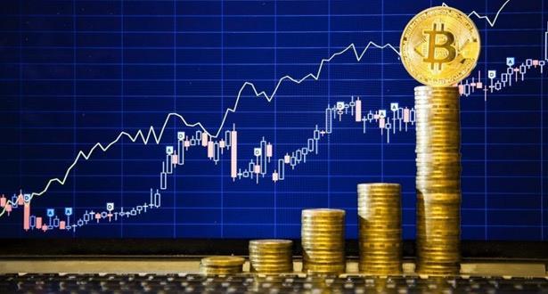 """الدولار ينخفض و""""بتكوين"""" ترتفع لمستوى قياسي جديد"""