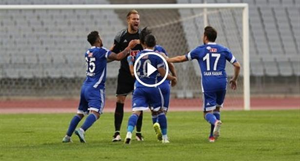 Vidéo: un gardien marque le but égalisateur avec un coup franc de 70m !