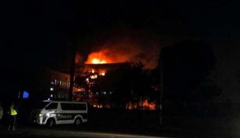 الكامرون.. حريق مهول بمقر الجمعية الوطنية