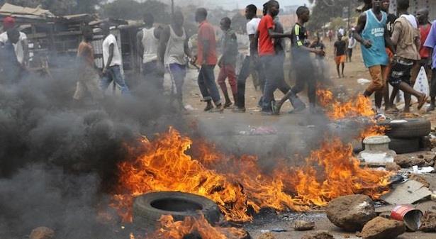 اندلاع احتجاجات وتبادل لإطلاق النار في عاصمة أفريقيا الوسطى
