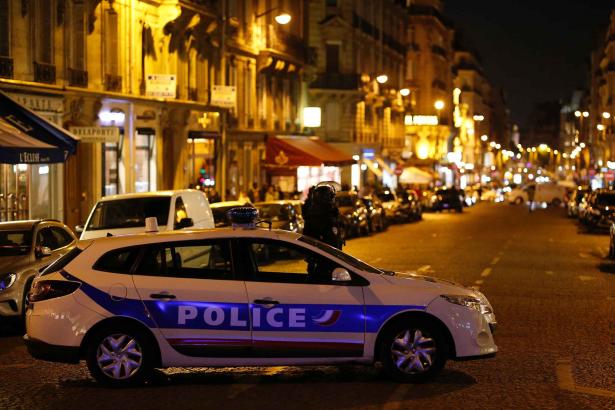 المشتبه به الملاحق على خلفية اعتداء باريس يسلم نفسه للشرطة البلجيكية