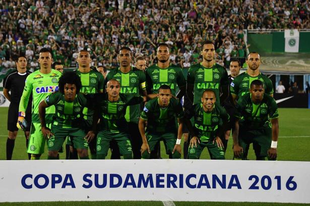 فريق شابيكوينسي البرازيلي يخوض مباراته الأولى بعد حادث تحطم طائرته