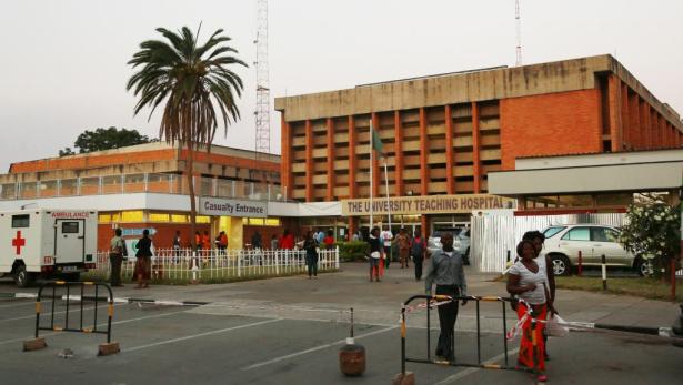 زامبيا تغلق مكاتب إصدار جوازات السفر لكبح انتشار الكوليرا
