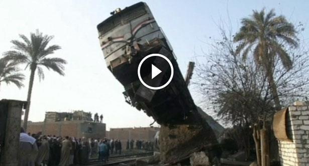 فيديو .. انقلاب عربتي قطار وإصابة نحو 70 شخصا بجروح في مصر