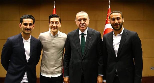 أبرز ردود الأفعال الغاضبة من صورة لاعبي المنتخب الألماني مع أردوغان