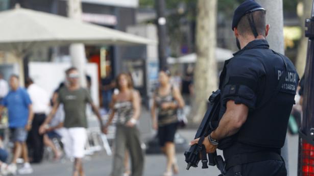 """وزير الداخلية الإسباني: هناك """"خطر مرتفع"""" لهجوم إرهابي بإسبانيا"""