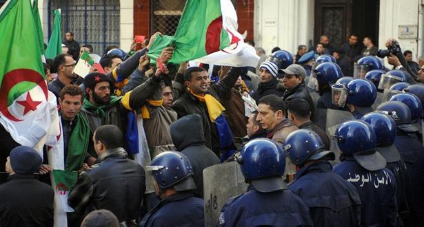 """الرابطة الجزائرية لحقوق الإنسان تندد بـ""""تسليط سوط القضاء"""" على الحياة السياسية والنقابية بالجزائر"""