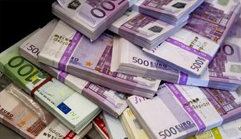 اليورو يرتفع صوب أعلى مستوياته في عامين ونصف