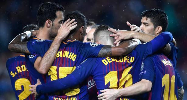 برشلونة يتقدم بهدف في الشوط الأول من نيران صديقة