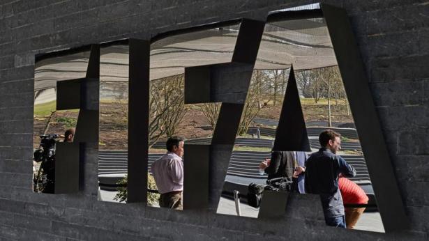 Fifa: l'élection à la présidence maintenue, Blatter et Valcke pas impliqués