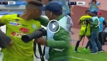 فيديو ..  اشتباك حاد بين لاعب الدفاع الجديدي وأحد المصورين