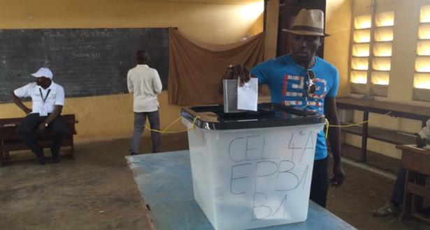 الغابونيون يتوجهون لصناديق الاقتراع لاختيار رئيس للبلاد