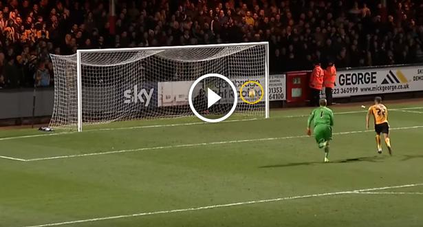 Vidéo: un ancien gardien de Manchester United à l'origine d'un affreux but contre son camp