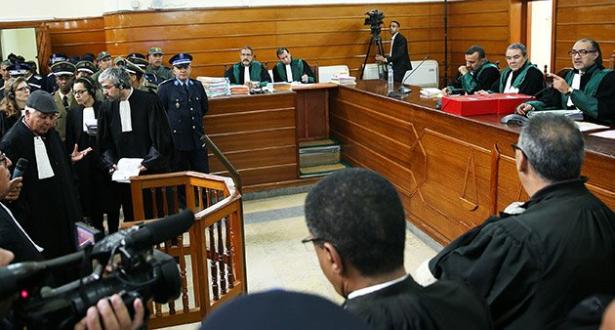 محاكمة اكديم إزيك.. المحكمة تعرض شريطا مصورا للأحداث التي شهدها المخيم وصورا لمتهمين ضبطوا في حالة تلبس أثناء تفكيكه