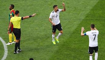"""حكم الفيديو يعود للواجهة  بعد حالة طرد """"غريبة"""" في مباراة المانيا والكاميرون بكأس القارات"""