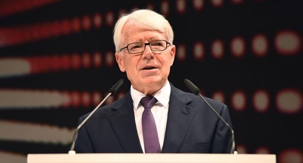 """رئيس اتحاد الكرة الألماني يرد على اتهامات أوزيل حول """"العنصرية"""""""
