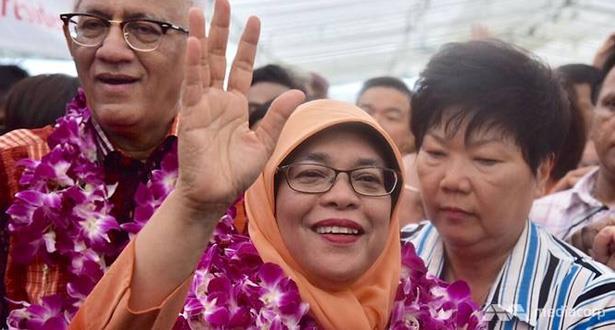 انتخاب حليمة يعقوب رسميا أول رئيسة لسنغافورة