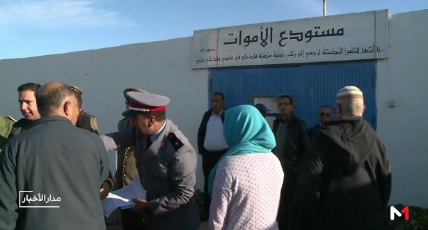 """موفد """"ميدي1 تيفي"""" يرصد عملية تسليم جثامين ضحايا حادث التدافع بإقليم الصويرة"""