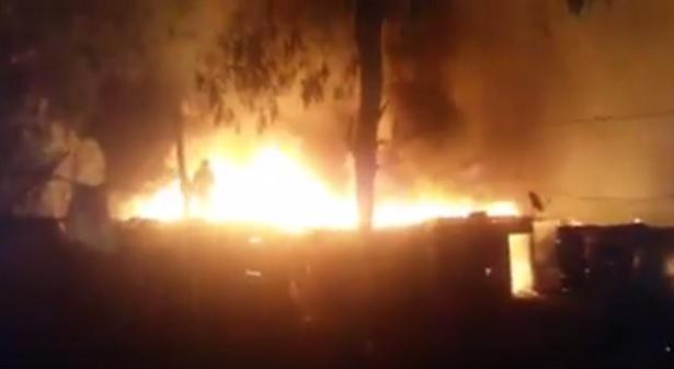 عين العودة..حريق مهول بحي صفيحي يأتي على حوالي مائة مسكن