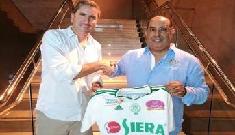 رسميا.. نادي الرجاء يتعاقد مع مدرب إسباني