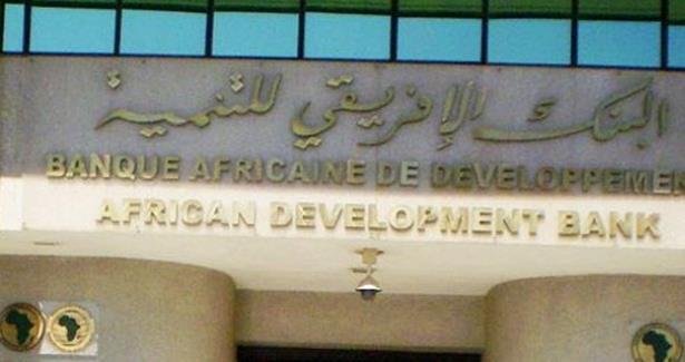 حوالي 17 دولة من أصل 52 بلدا إفريقيا بلغت مستوى التنمية البشرية المتوسطة أو المرتفعة
