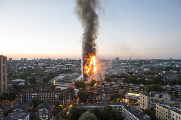 58 شخصًا مفقودًا أو في عداد القتلى بسبب حريق برج لندن