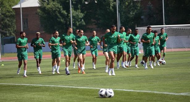 """المنتخب المغربي  بالقميص الأبيض أمام """"لاروخا"""""""
