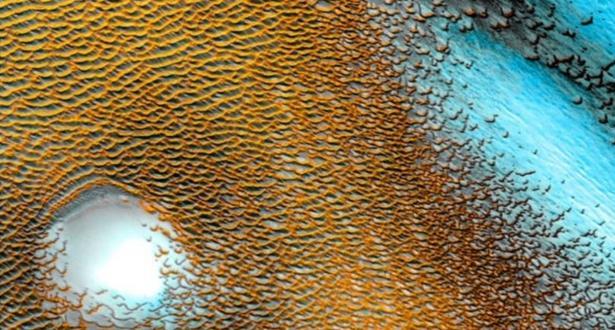 علماء أمريكيون يكتشفون صفائح جليدية ضخمة تعزز الآمال بخصوص العيش فوق سطح المريخ