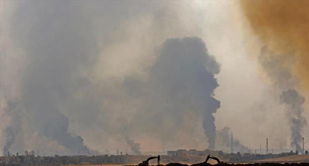 سحب الدخان تملأ السماء قرب الموصل