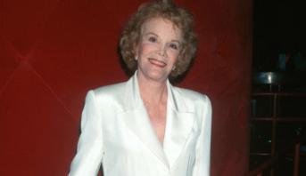 وفاة الممثلة والمغنية الأمريكية نانيت فابراي عن 97 عاما