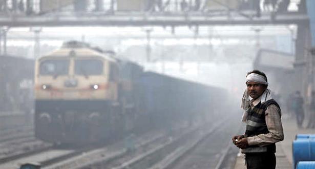 تأخير وإعادة جدولة أزيد من 160 رحلة قطار بسبب الضباب الدخاني الملوث بأجواء نيودلهي