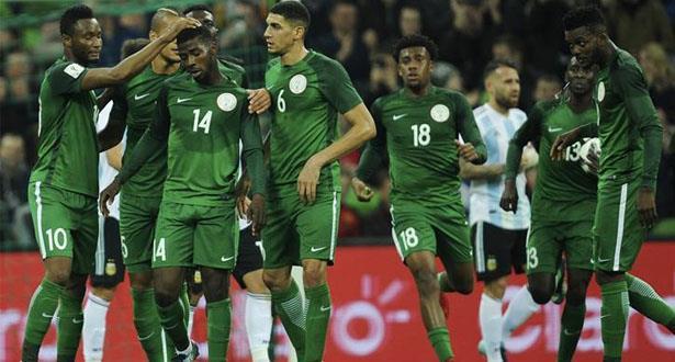 """الاتحاد النيجيري يقدم مكافآت وتحفيزات لـ """"النسور"""" بعد التأهل للمونديال"""