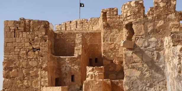 Le drapeau noir de Daech flotte sur la citadelle de Palmyre