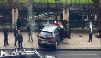Coups de feu près du parlement britannique: l'assaillant abattu