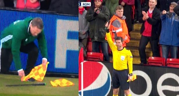 الحكم المساعد يتعرض لموقف طريف في مباراة ليفربول وروما