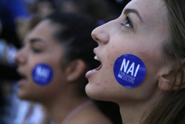 اليونانيون يتحدون أوروبا ويرفضون بأغلبية كبيرة خطة الانقاذ