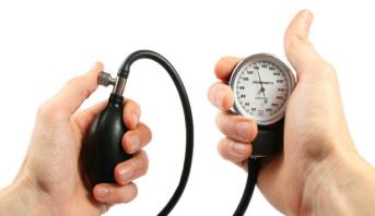 دراسة: أجهزة قياس ضغط الدم في المنزل قد لا تكون دقيقة بما يكفي