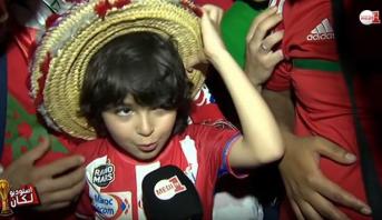 """فيديو مؤثر .. شهادة طفل تطواني تحمل عناء التنقل إلى الغابون لتشجيع """"الأسود"""""""