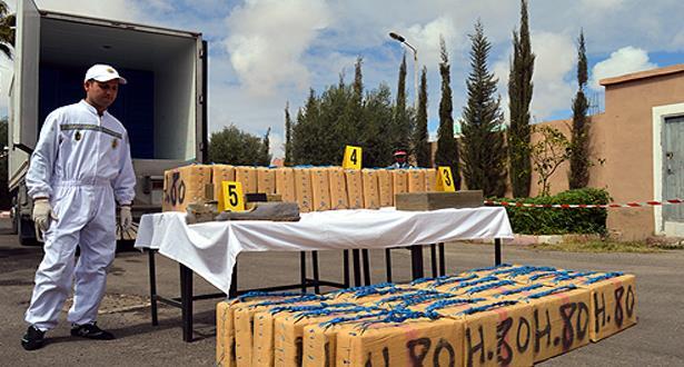 سطات- بوزنيقة .. توقيف خمسة مهربين وحجز ما يزيد عن طن من المخدرات