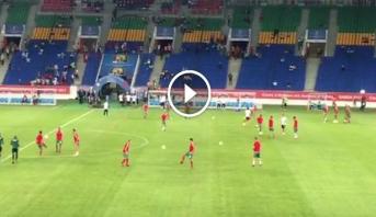 """فيديو ..  لاعبو المنتخب المغربي على أرضية ملعب """"اوييم"""""""