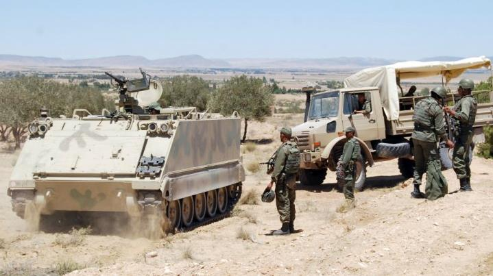 مسلحون يقتلون جنديين تونسيين في مواجهات قرب حدود الجزائر