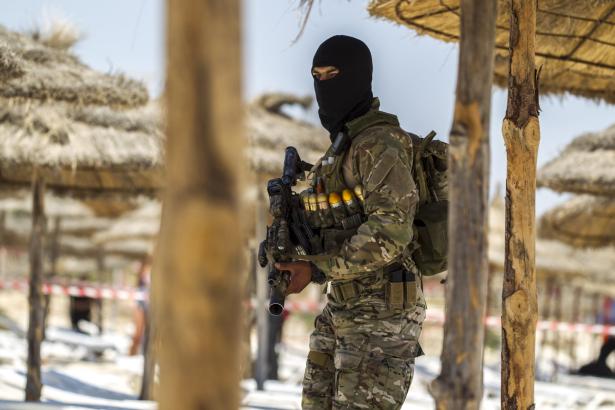 Attentat en Tunisie: la police a été trop lente à intervenir (Premier ministre)