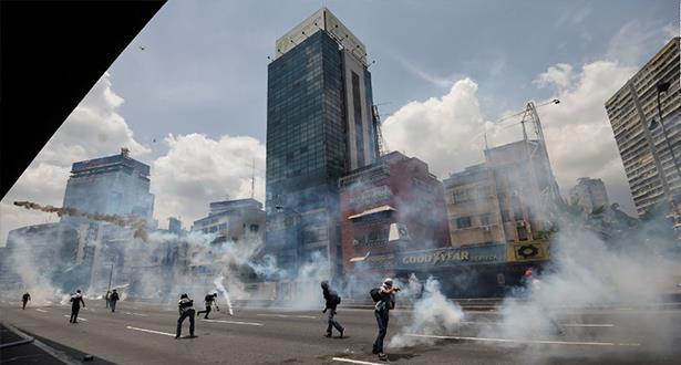 قتيلان وثلاثة جرحى بإطلاق نار خلال استفتاء للمعارضة الفنزويلية ضد مشروع مادورو