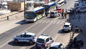 الشرطة الفرنسية : سيارة تصدم أشخاصا في محطة حافلات في مرسيليا