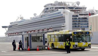 وفاة عجوزين أصيبا بفيروس كورونا على متن السفينة السياحية في اليابان