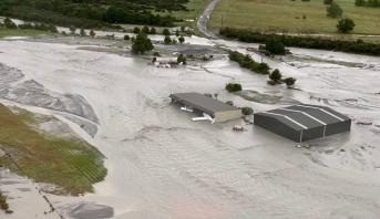 نيوزيلندا ..الفيضانات تحاصر نحو 200 سائح لليوم الثاني