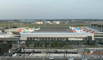 إلغاء عشرات الرحلات في مطار أمستردام لليوم الثاني