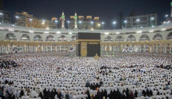 بالصور .. أكثر من مليوني ونصف مصلٍ يؤدون التراويح بالمسجد الحرام ليلة الـ29 من رمضان
