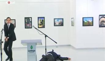 وفاة السفير الروسي بأنقرة متأثرا بجروحه